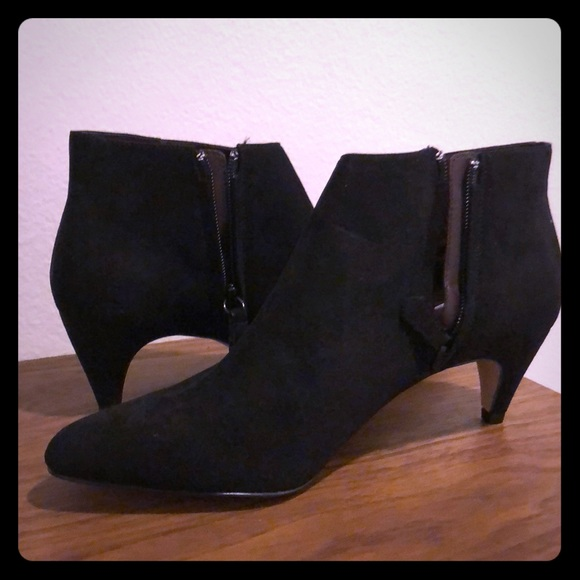2620b61917ea Mango Black Suede-look heeled ankle boots w Zip. M 5ab43d0231a37673e9a70f41